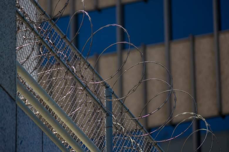 Denuncian que 'la Migra' le sacó el útero a varias mujeres en un centro de detención: ¿Cuál será el castigo para ICE?