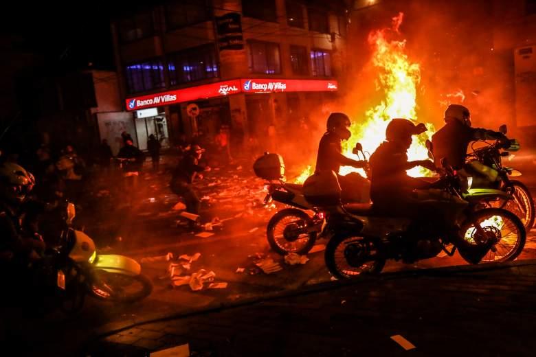 Estallan disturbios tras muerte de abogado bajo custodia