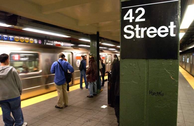 Lanzan a los rieles a dos personas en el metro de Nueva York