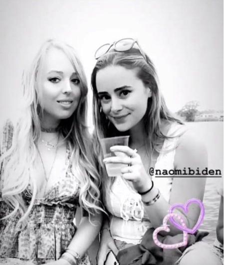 Tiffany Trump (izquierda) publicó una foto en sus historias de Instagram con Naomi Biden en junio de 2018.