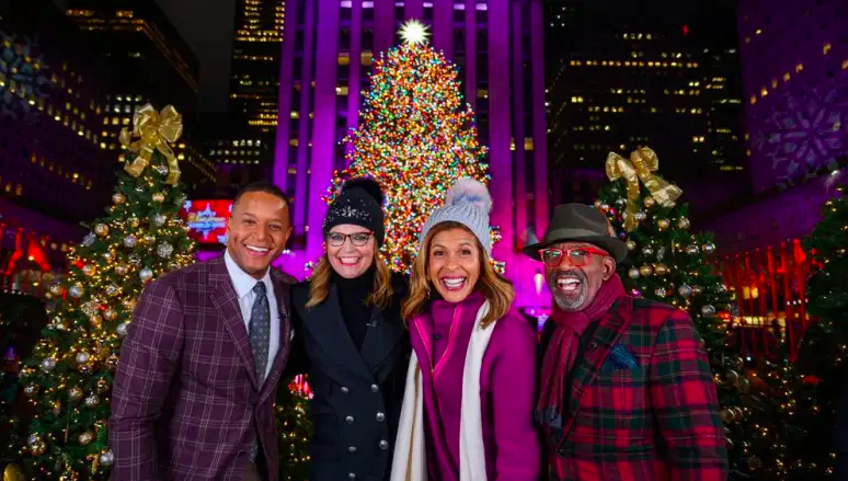 En la foto: (de izquierda a derecha) Craig Melvin, Savannah Guthrie, Hoda Kotb, Al Roker durante la Navidad de 2019 en el Rockefeller Center