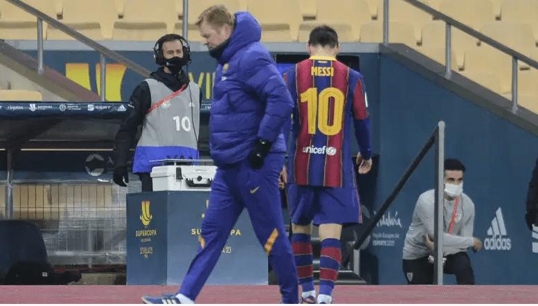 Lionel Messi se marcha tras ver la tarjeta roja