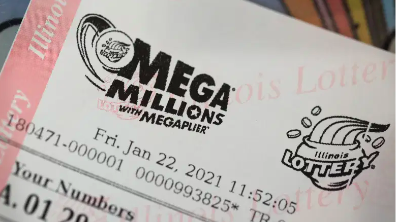 Los boletos de lotería Mega Millions se venden en una tienda 7-Eleven en el Loop el 22 de enero de 2021 en Chicago, Illinois.