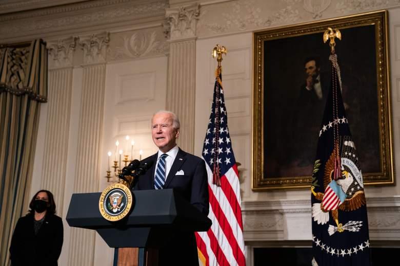 El presidente de los Estados Unidos, Joe Biden, habla sobre los problemas del cambio climático en el Comedor Estatal de la Casa Blanca el 27 de enero de 2021 en Washington, DC.
