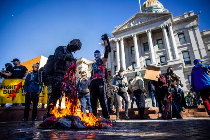 Escenas de disturbios y manifestaciones Antifa.