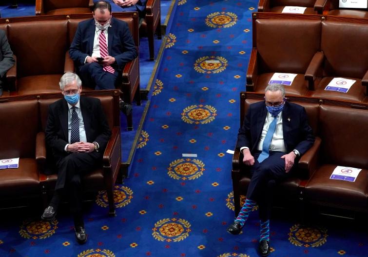 Los líderes del Senado, Mitch McConnell, izquierda, y Chuck Schumer