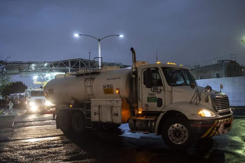 Camión cisterna blanco