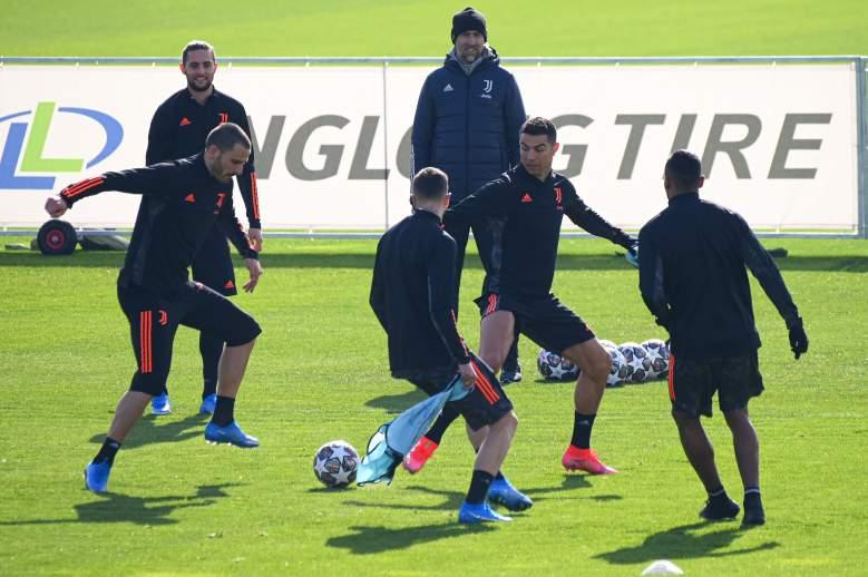 Adrien Rabiot, Leonardo Bonucci y Cristiano Ronaldo en sesión de entrenamiento el 16 de febrero de 2021 en el campo de entrenamiento de la Juventus en Turín, previo al partido de Liga Campeones contra el Oporto