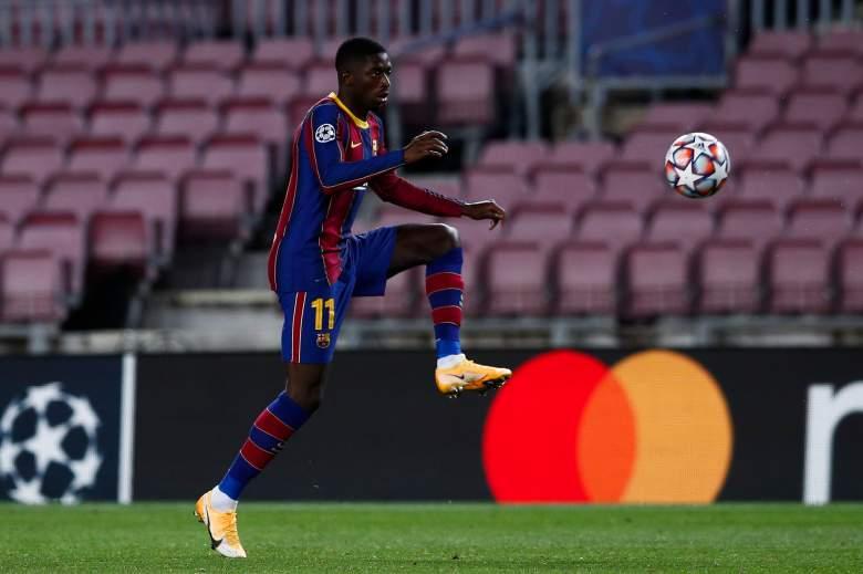 Ousmane Dembélé del FC Barcelona controla el balón durante el partido de la etapa del Grupo G de la Liga de Campeones de la UEFA entre el FC Barcelona y el Dynamo Kyiv en el Camp Nou el 4 de noviembre de 2020 en Barcelona, España.