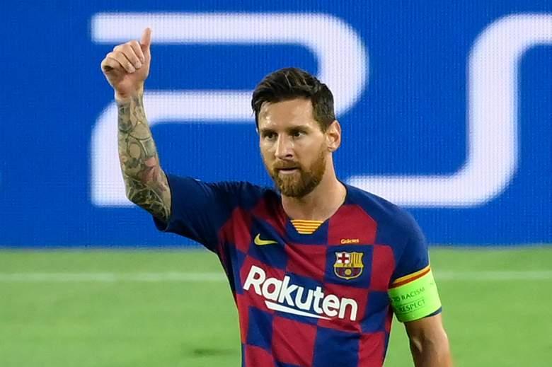 El delantero argentino del Barcelona Lionel Messi celebra tras marcar un gol durante los octavos de final de la Liga de Campeones de la UEFA entre el FC Barcelona y el Napoli en el estadio Camp Nou de Barcelona el 8 de agosto de 2020