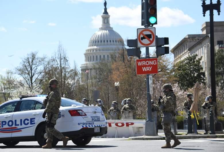 Oficiales de policía embestidos por un vehículo en el Capitolio en Washington D.C.