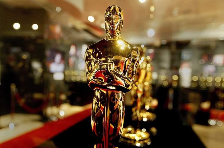 Se ve una vitrina llena de estatuas de Oscar el 20 de febrero de 2004 en Hollywood, California.