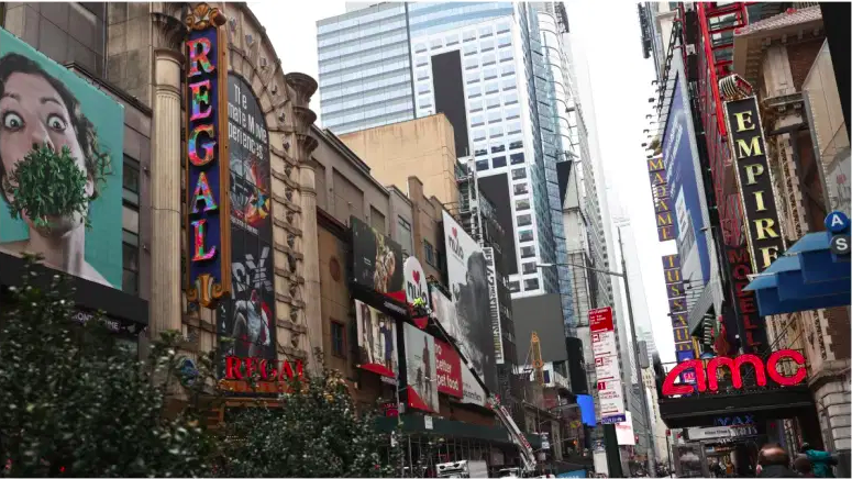 Hay informes de que un niño pequeño recibió un disparo frente al Rey León en Times Square.