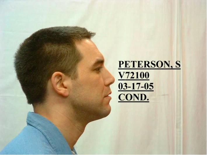 SAN QUENTIN, CA - 17 DE MARZO: En esta imagen proporcionada por el Departamento de Correcciones de California, el asesino convicto Scott Peterson posa para una fotografía policial el 17 de marzo de 2005 en San Quentin, California. El juez Alfred A. Delucchi condenó a muerte a Peterson el 16 de marzo por asesinar a su esposa, Laci Peterson, ya su hijo por nacer. (Foto del Departamento de Correcciones de California a través de Getty Images)