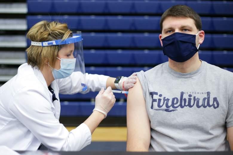 En Ohio rifan 5 premios de $1 millón entre quienes se pongan vacuna COVID