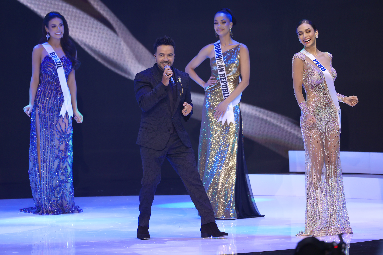 Fonsi en Miss Universo