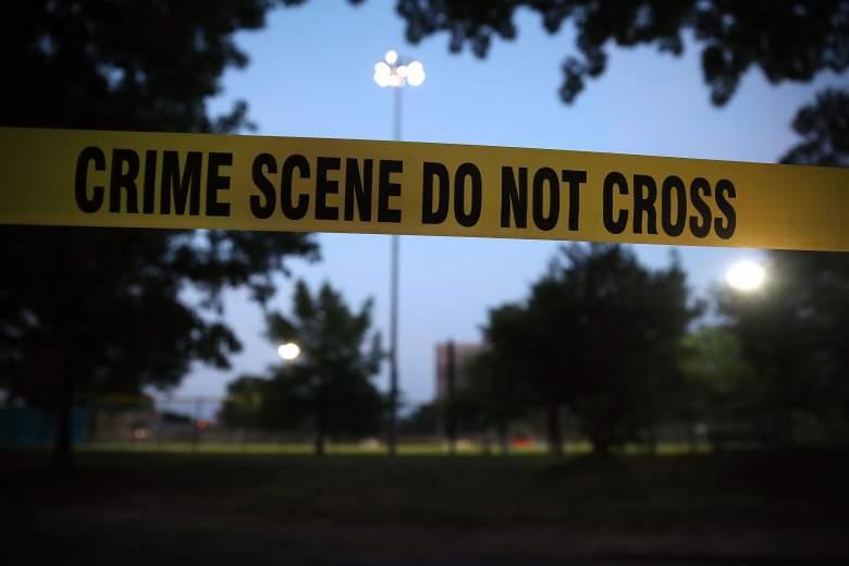 La cinta de la escena del crimen rodea el campo Eugene Simpson, el sitio donde un hombre armado abrió fuego el 15 de junio de 2017 en Alexandria, Virginia.
