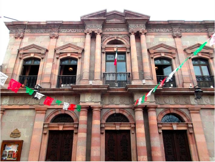 El Teatro Ángela Peralta en México recibe su nombre en su honor.