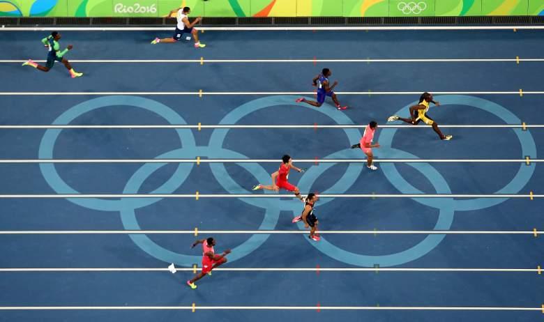 Usain Bolt de Jamaica corre por delante de Aska Cambridge de Japón, Trayvon Bromell de Estados Unidos y Andre De Grasse de Canadá en la final masculina de relevos 4 x 100 m el día 14 de los Juegos Olímpicos de Río 2016 Juegos en el Estadio Olímpico el 19 de agosto de 2016 en Río de Janeiro, Brasil.