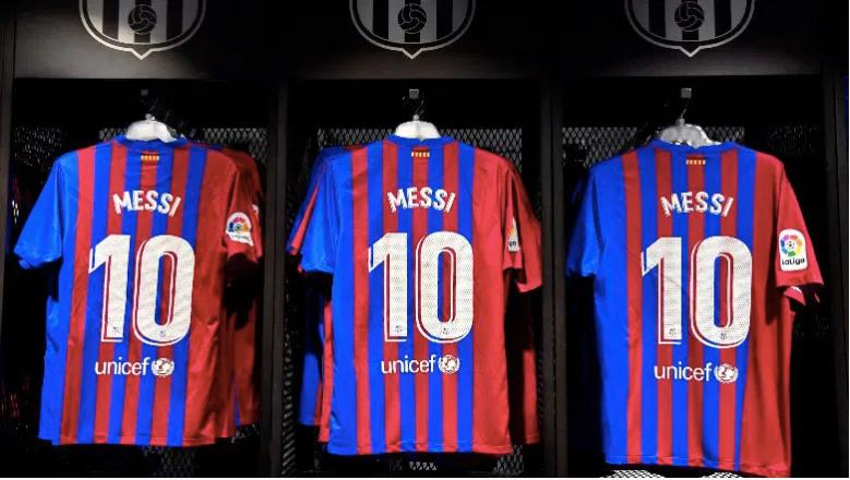 Las camisetas de Lionel Messi siguen a la venta en la tienda del club