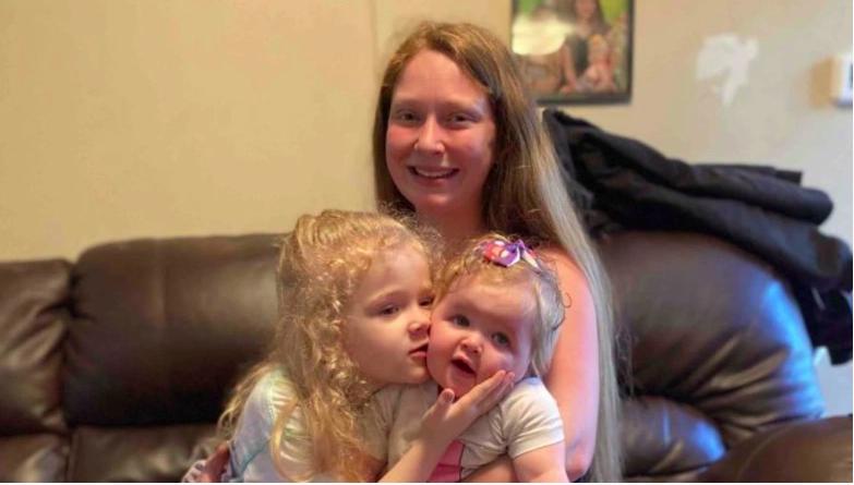 Karissa Lindros con sus hijos.