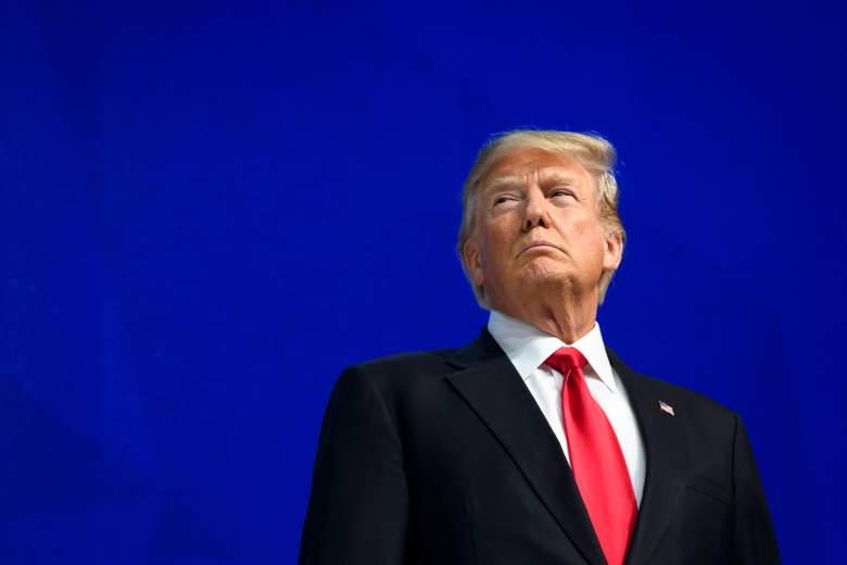El presidente de los Estados Unidos, Donald Trump, observa antes de pronunciar un discurso durante la reunión anual del Foro Económico Mundial (WEF) el 26 de enero de 2018 en Davos, en el este de Suiza.