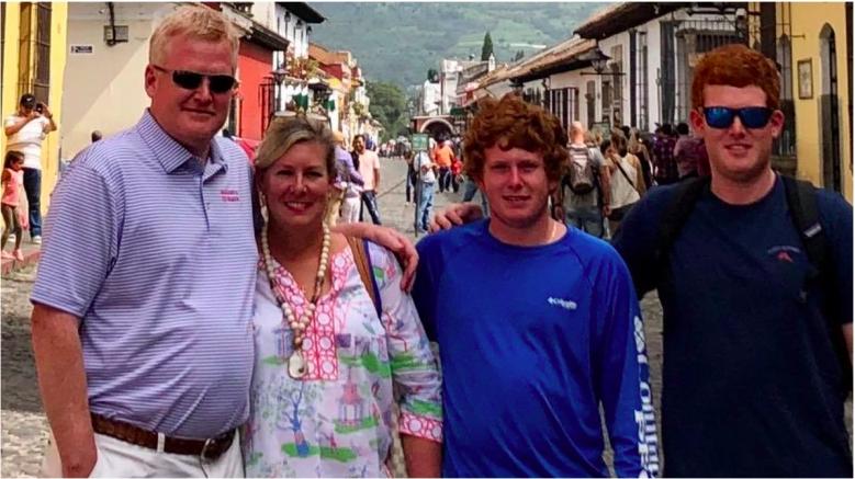 Paul y Maggie Murdaugh con Alex Murdaugh y otro hermano.