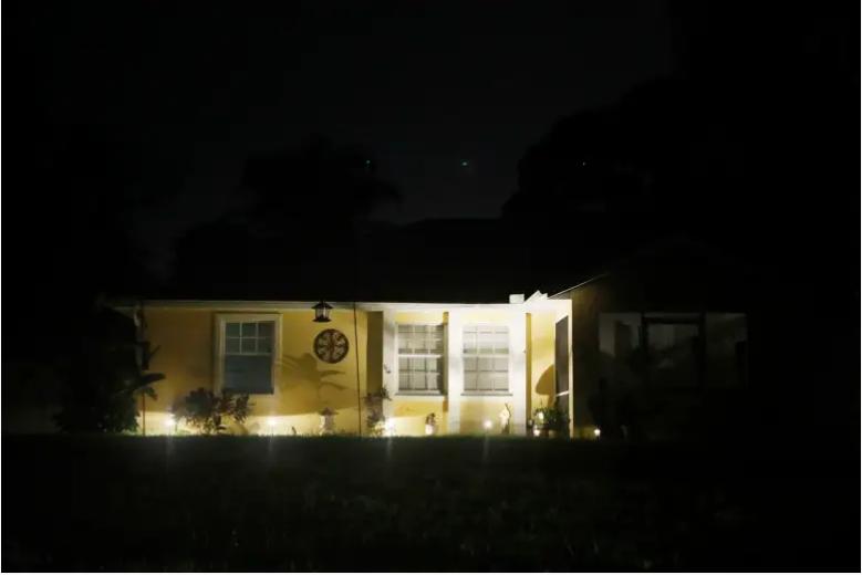 Agentes del FBI se llevaron posibles pruebas de la casa de Brian Laundrie, quien es una persona de interés después de que las autoridades de Wyoming encontraran el cuerpo de su prometida Gabby Petito el 21 de septiembre de 2021 en North Port, Florida.