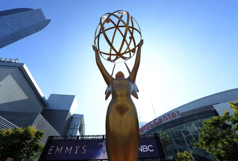 Una estatua de Emmy se coloca en la entrada de la alfombra dorada en la entrada de Microsoft Theatre para la 70a Premios Emmy el 13 de septiembre de 2018 en Los Ángeles, California.