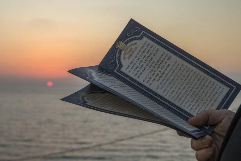 Tashlich es un ritual durante el cual los creyentes arrojan sus pecados al agua y al pez, y se realiza antes del Día de la Expiación, o Yom Kipur, el día más importante del calendario judío, que este año cae el 22 de septiembre.