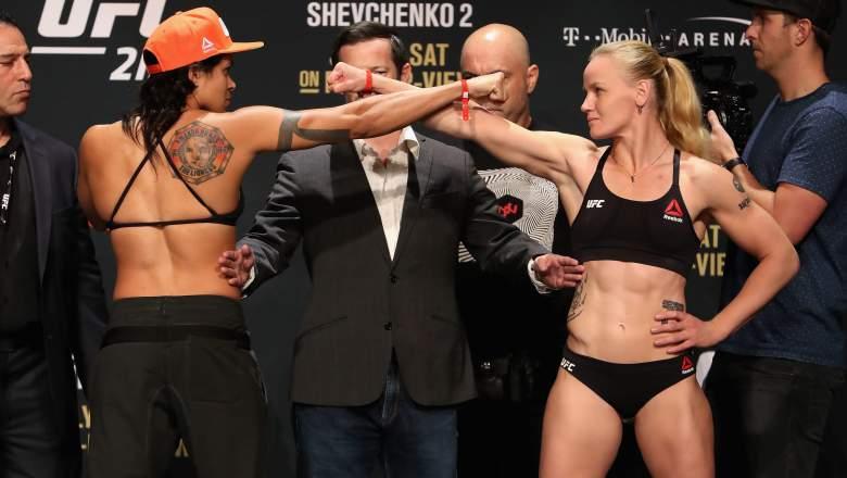 Amanda Nunes y Valentina Shevchenko en el pesaje de UFC 213.