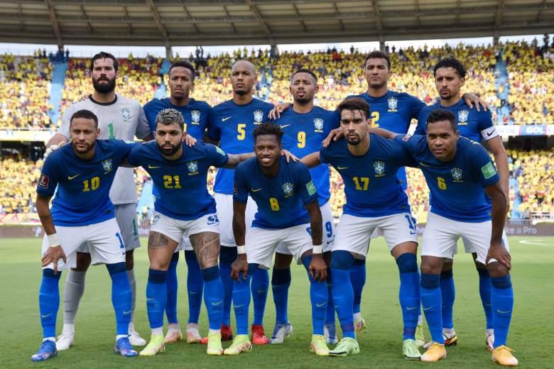 Los jugadores de Brasil posan para la foto del equipo antes de un partido entre Colombia y Brasil como parte de los Clasificatorios Sudamericanos para Qatar 2022 en el Estadio Metropolitano el 10 de octubre de 2021 en Barranquilla, Colombia.